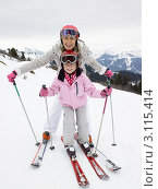 Купить «Портрет дочери и матери на горнолыжном курорте», фото № 3115414, снято 18 января 2011 г. (c) Monkey Business Images / Фотобанк Лори