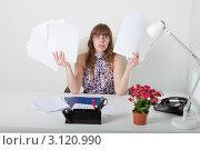 Купить «Уставший офисный работник с кучей бумаг», фото № 3120990, снято 5 июня 2011 г. (c) Сергей Дубров / Фотобанк Лори