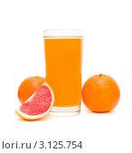Купить «Стакан сока, мандарины и долька грейпфрута», фото № 3125754, снято 25 августа 2019 г. (c) Ласточкин Евгений / Фотобанк Лори