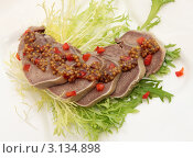 Купить «Говяжий язык с горчичным соусом», фото № 3134898, снято 10 октября 2011 г. (c) Юлия Маливанчук / Фотобанк Лори
