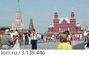 Купить «Туристы на Красной  площади в Москве», видеоролик № 3139446, снято 14 октября 2011 г. (c) Павел С. / Фотобанк Лори