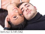 Парень и девушка лежат головами друг к другу. Стоковое фото, фотограф Евгений Липский / Фотобанк Лори