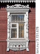 Купить «Окно с резными наличниками в старом деревянном доме», фото № 3151678, снято 18 августа 2011 г. (c) Виктор Сагайдашин / Фотобанк Лори