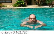 Купить «Мужчина плавает в бассейне», видеоролик № 3162726, снято 20 января 2012 г. (c) Игорь Жоров / Фотобанк Лори