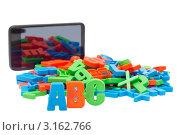 Купить «Разноцветный буквы и электронная книга», фото № 3162766, снято 18 декабря 2011 г. (c) Юрий Плющев / Фотобанк Лори