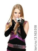 Купить «Симпатичная девушка с фотоаппаратом на белом фоне», фото № 3163018, снято 21 февраля 2010 г. (c) Сергей Сухоруков / Фотобанк Лори