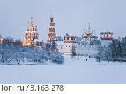Купить «Новодевичий монастырь зимним вечером», фото № 3163278, снято 9 января 2012 г. (c) Наталья Волкова / Фотобанк Лори