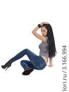 Брюнетка в джинсах сидит на белом фоне. Стоковое фото, фотограф Евгений Липский / Фотобанк Лори