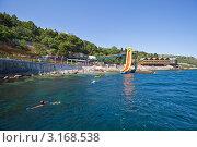 Городской пляж, Алупка, Крым (2011 год). Редакционное фото, фотограф Иван Сазыкин / Фотобанк Лори