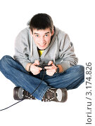 Купить «Молодой человек с джойстиком для игровой приставки», фото № 3174826, снято 5 февраля 2010 г. (c) Сергей Сухоруков / Фотобанк Лори