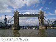 Купить «Тауэрский мост», фото № 3176582, снято 30 мая 2011 г. (c) Юлия Бобровских / Фотобанк Лори