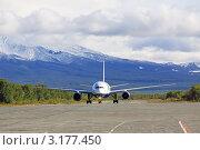 Купить «Посадка пассажирского самолета на аэродроме в горах», фото № 3177450, снято 21 сентября 2011 г. (c) Игорь Долгов / Фотобанк Лори