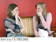 Девушки узнали тайну. Стоковое фото, фотограф Pukhov K / Фотобанк Лори