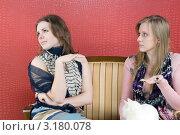 Купить «Девушка не поверила рассказу подруги», фото № 3180078, снято 21 января 2012 г. (c) Pukhov K / Фотобанк Лори