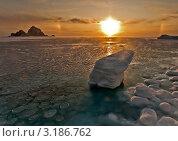 Купить «Рассвет на море со льдом,  Солнечное гало», фото № 3186762, снято 24 января 2010 г. (c) Антон Афанасьев / Фотобанк Лори
