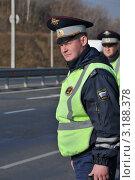 Купить «Сотрудники ДПС на трассе», эксклюзивное фото № 3188378, снято 14 октября 2011 г. (c) Free Wind / Фотобанк Лори