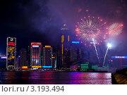Купить «Праздничный салют над небоскребами в лунный Новый год по восточному календарю. Бухта Виктория. Гонконг», фото № 3193494, снято 24 января 2012 г. (c) Ольга Липунова / Фотобанк Лори