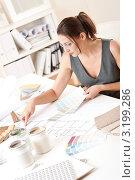 Купить «Красивая женщина-дизайнер интерьера работает с палитрой цветов за столом в офисе», фото № 3199286, снято 16 ноября 2009 г. (c) CandyBox Images / Фотобанк Лори