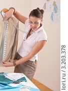 Купить «Модельер снимает мерки одежды на манекене», фото № 3203378, снято 21 ноября 2009 г. (c) CandyBox Images / Фотобанк Лори