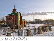 Купить «Тюмень. Деревянная мечеть  морозным утром», фото № 3205318, снято 16 сентября 2019 г. (c) Александр Тараканов / Фотобанк Лори