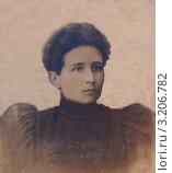 Портрет молодой женщины в старинном платье, сделанный в 1895 году в Костроме. Стоковое фото, фотограф Татьяна Беликова / Фотобанк Лори