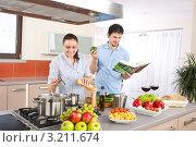 Купить «Парень и девушка готовят вместе еду по кулинарной книге», фото № 3211674, снято 30 марта 2010 г. (c) CandyBox Images / Фотобанк Лори