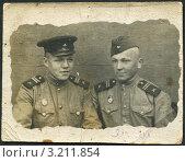 Купить «Старое фото 1945 года. Два боевых друга.», фото № 3211854, снято 22 февраля 2020 г. (c) Sergey Kohl / Фотобанк Лори