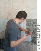 Купить «Ремонт. Демонтаж плитки», эксклюзивное фото № 3212918, снято 27 января 2012 г. (c) Валерия Попова / Фотобанк Лори