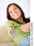 Купить «Шатенка переключает каналы, фокус на руке с пультом», фото № 3215090, снято 16 мая 2010 г. (c) CandyBox Images / Фотобанк Лори