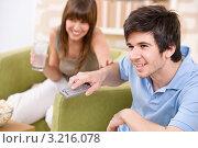 Купить «Парень увлеченно переключает ТВ-каналы», фото № 3216078, снято 17 апреля 2010 г. (c) CandyBox Images / Фотобанк Лори