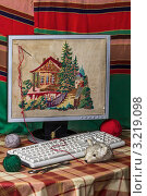Вышивка крестиком на экране монитора компьютера. Стоковое фото, фотограф Владимир Арефьев / Фотобанк Лори