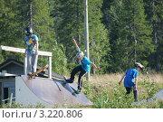 Купить «Юные скейтбордисты», эксклюзивное фото № 3220806, снято 26 июля 2011 г. (c) Валерия Попова / Фотобанк Лори