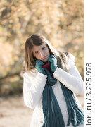 Купить «Девушка в зимней одежде на свежем воздухе», фото № 3225978, снято 27 октября 2010 г. (c) CandyBox Images / Фотобанк Лори