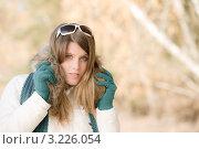 Купить «Девушка в стильной зимней одежде и солнцезащитных очках на свежем воздухе», фото № 3226054, снято 27 октября 2010 г. (c) CandyBox Images / Фотобанк Лори