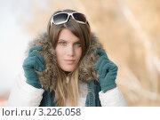 Купить «Девушка в куртке с меховым воротником и солнцезащитных очках на природе», фото № 3226058, снято 27 октября 2010 г. (c) CandyBox Images / Фотобанк Лори