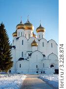 Купить «Ярославль, Успенский Собор», фото № 3228874, снято 28 января 2012 г. (c) ElenArt / Фотобанк Лори