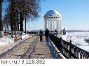 Купить «Город Ярославль, набережная», фото № 3228882, снято 28 января 2012 г. (c) ElenArt / Фотобанк Лори