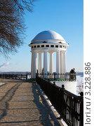 Купить «Город Ярославль, набережная», фото № 3228886, снято 28 января 2012 г. (c) ElenArt / Фотобанк Лори