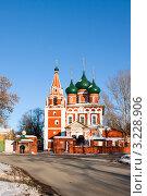 Купить «Ярославль, Храм Архангела михаила», фото № 3228906, снято 28 января 2012 г. (c) ElenArt / Фотобанк Лори