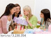 Купить «Четыре девушки на дне рождения дарят имениннице подарок», фото № 3230354, снято 29 января 2011 г. (c) CandyBox Images / Фотобанк Лори