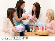 Купить «Девушка дарит подарок имениннице на день рождения», фото № 3230410, снято 29 января 2011 г. (c) CandyBox Images / Фотобанк Лори