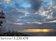 Купить «Остров Мадейра. Маяк Понта-ду-Паргу. Закатные лучи над океаном», фото № 3230478, снято 26 декабря 2011 г. (c) Виктория Катьянова / Фотобанк Лори