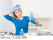 Купить «Уставшая молодая женщина моет посуду», фото № 3230586, снято 2 февраля 2011 г. (c) CandyBox Images / Фотобанк Лори