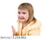 Девочка в махровом халате испачкалась зубной пастой. Стоковое фото, фотограф Ольга Богданова / Фотобанк Лори