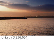 Купить «Стамбул. Кадыкей. Босфор», фото № 3236054, снято 4 ноября 2011 г. (c) Екатерина Шелыганова / Фотобанк Лори
