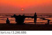 Купить «Закат на океане. Солнце садится в дымку.», фото № 3246686, снято 17 января 2012 г. (c) Victoria Demidova / Фотобанк Лори