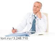 Купить «Врач говорит по телефону, сидя за рабочим столом», фото № 3248710, снято 31 мая 2011 г. (c) CandyBox Images / Фотобанк Лори