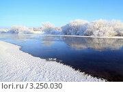 Зимний пейзаж с рекой. Стоковое фото, фотограф Сергей Яковлев / Фотобанк Лори