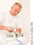 Купить «Маляр смешивает краску с колером», фото № 3252190, снято 17 августа 2011 г. (c) CandyBox Images / Фотобанк Лори