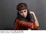 Купить «Портрет цыганки на сером фоне», фото № 3252674, снято 14 апреля 2010 г. (c) Лагутин Сергей / Фотобанк Лори